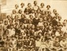 Doña Irene con sus alumnas